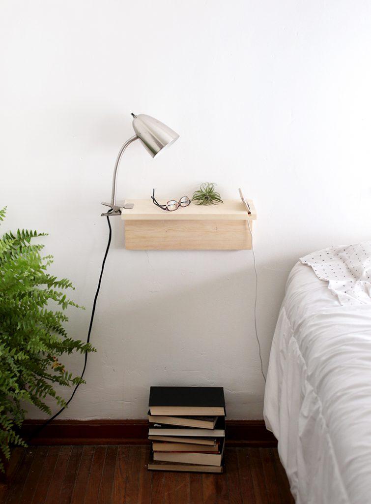 DIY zwevend nachtkastje met telefoonhouder