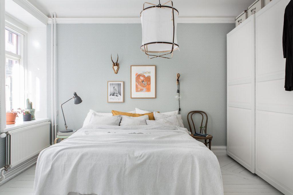 In deze mooie slaapkamer vind je een aantal hele leuke for Decoratie hertengewei