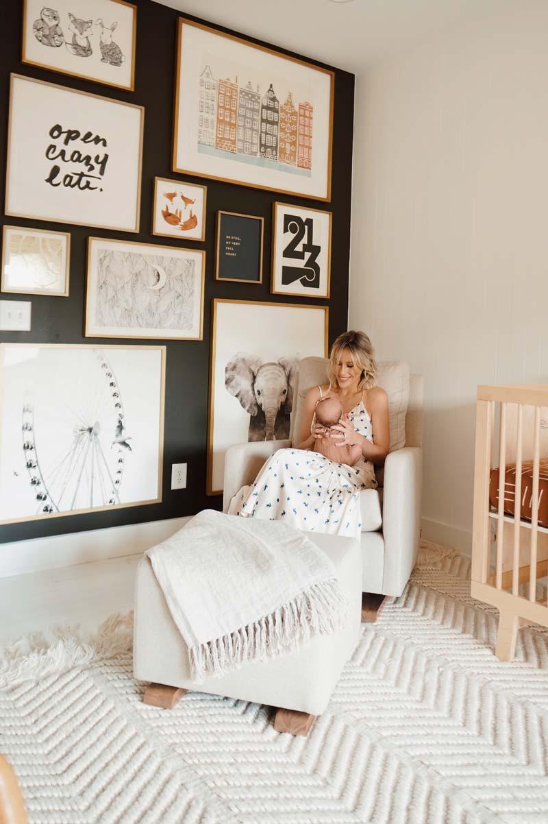 babykamer inspiratie collage lijsten zwarte muur