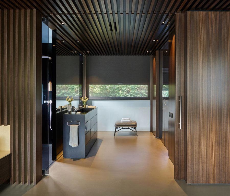 Badkamer ensuite met grote schuifwand