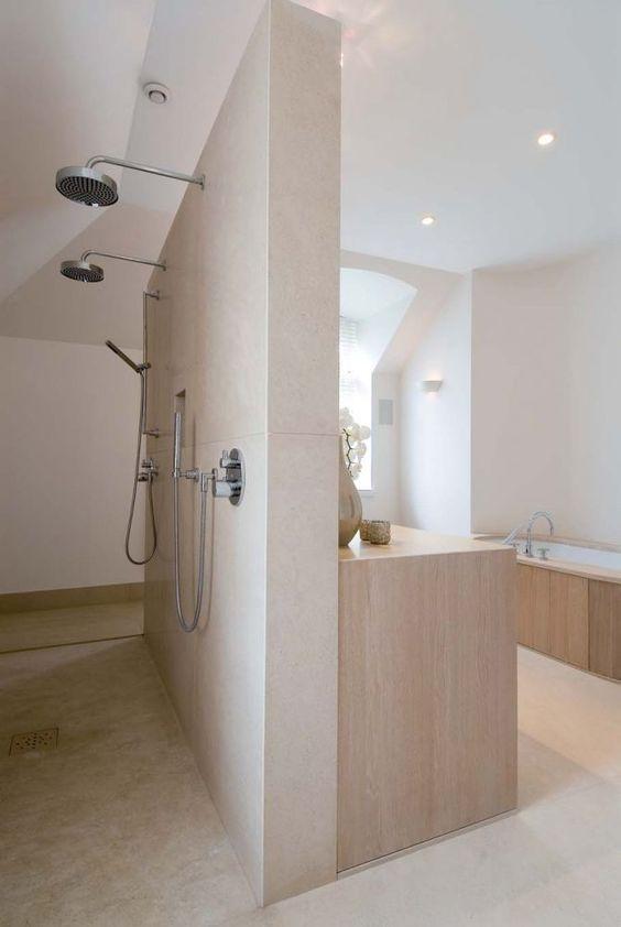 Een badkamer met een dubbele douchekop homease - Open douche ruimte ...