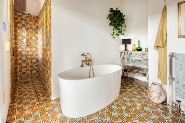 Badkamer van een oude Art deco fabriek