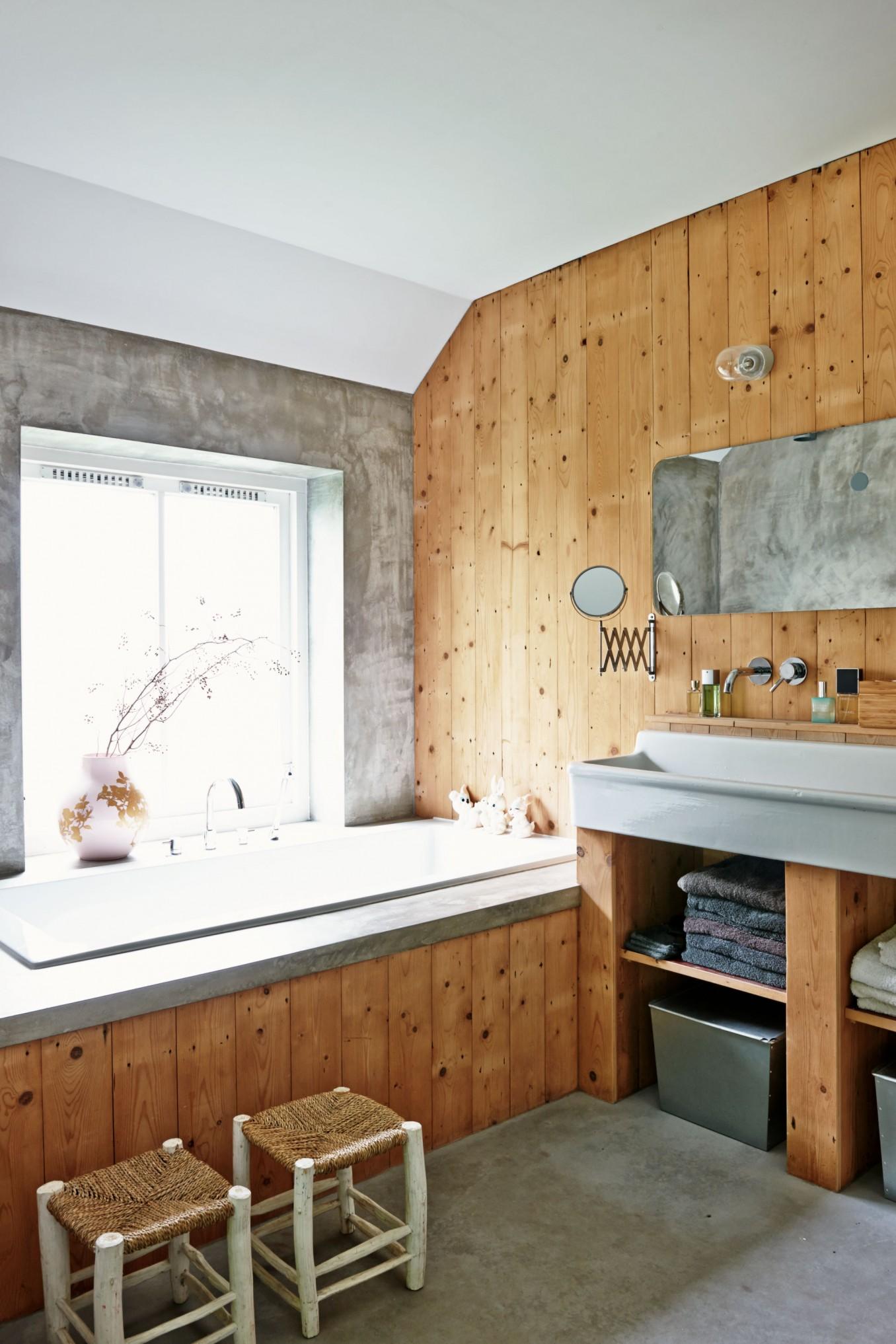 Badkamer van verbouwde stadsboerderij homease - Badkamer hout ...