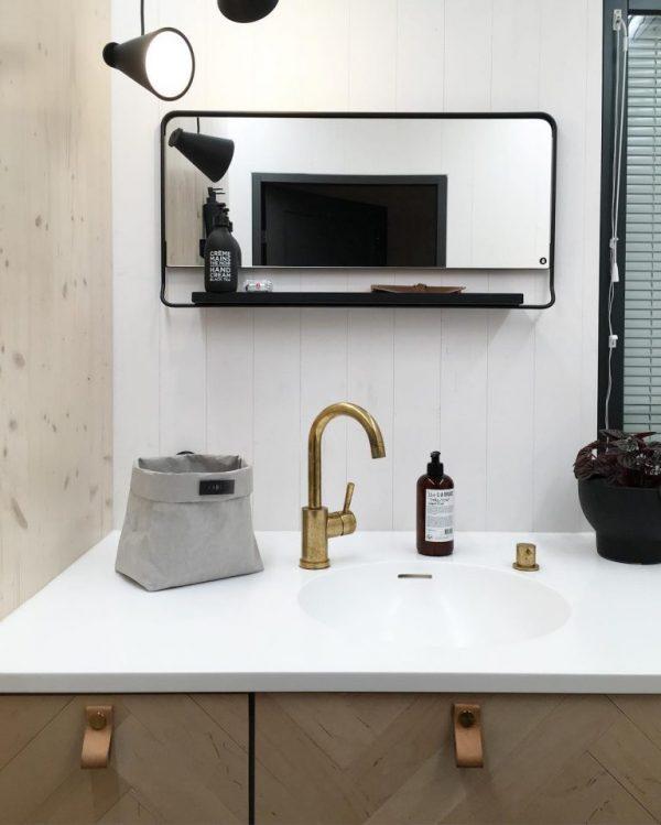 badkamerverbouwing stoere spiegel