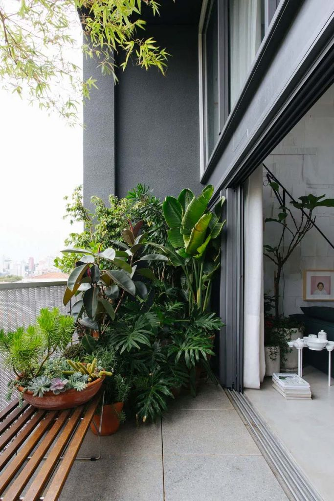 binnenkijken appartement architect nildo jose balkon planten