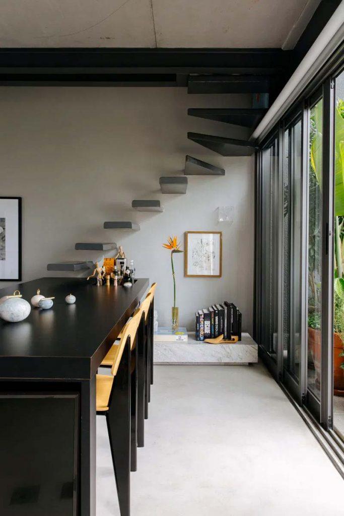 binnenkijken architect nildo jose zwevende trap