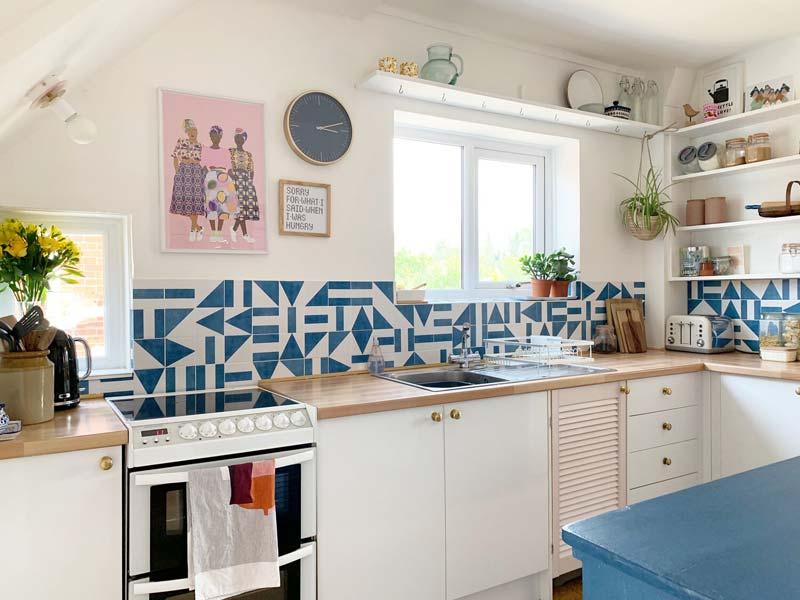 blauw witte tegelstickers keuken achterwand