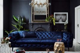 Blauwe fluwelen chesterfield bank