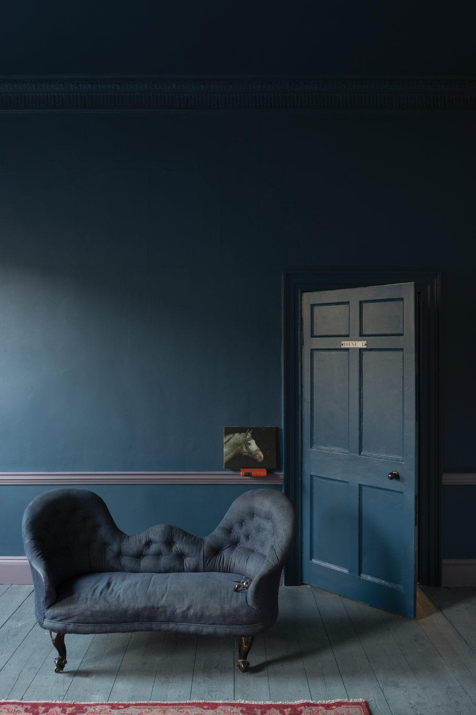 Blauwe muur Farrow & Ball - Stiffkey blue