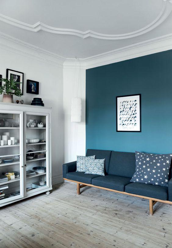 blauwe-muur-woonkamer