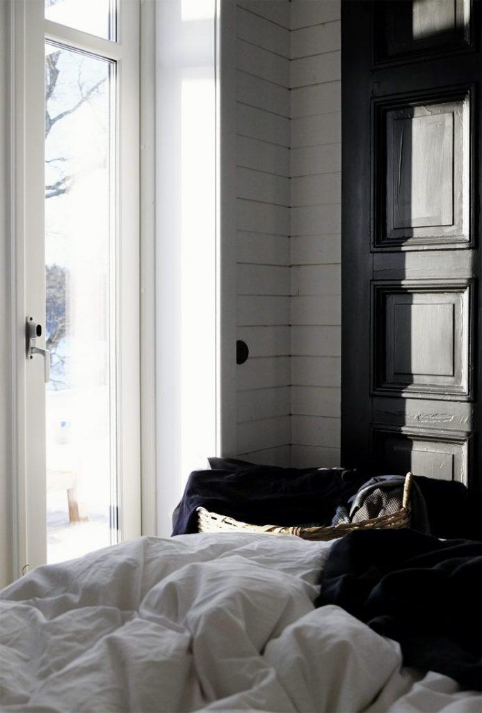 blauwe-schuifdeur-landelijke-slaapkame