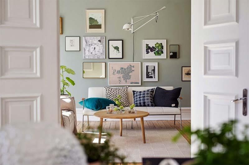 bleek groene muur collage woonkamer