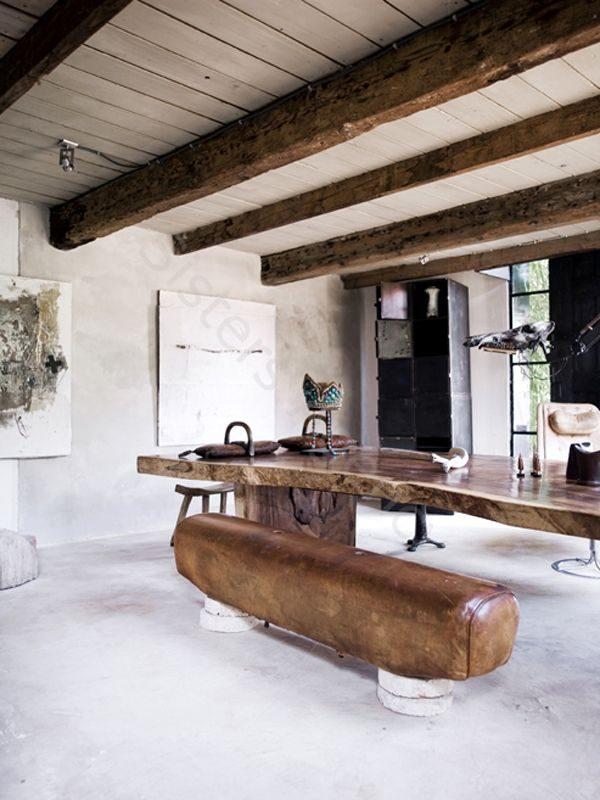 Normaal zie je de turnbok vooral in gymzalen, maar het kan dus ook als bruine leren bank gebruikt worden bij de eettafel.