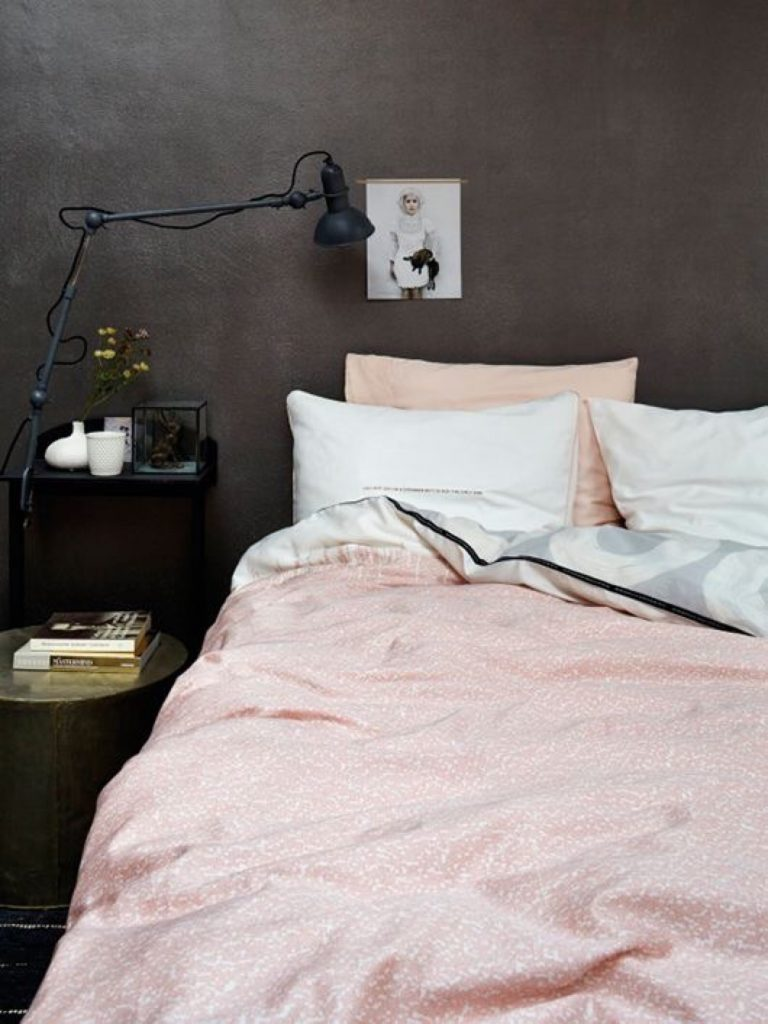 bruine-muur-slaapkamer