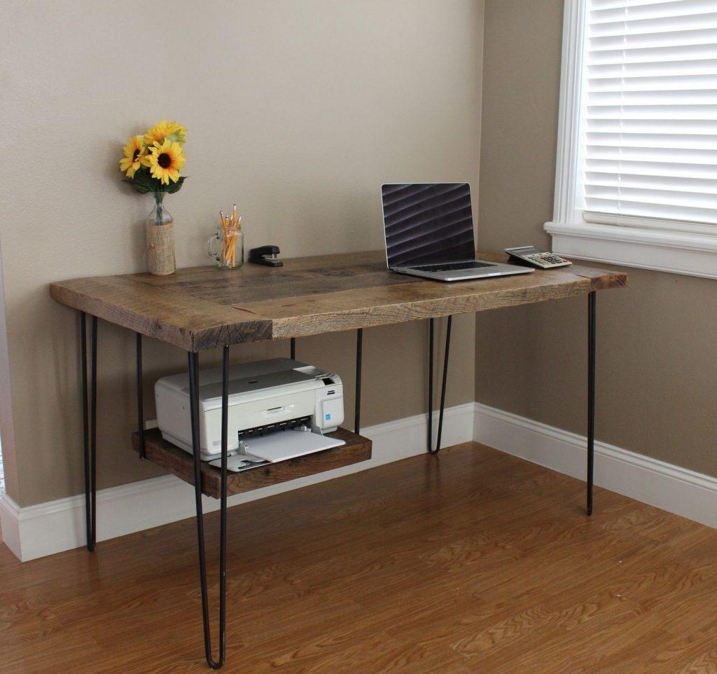 Bureau met plank voor printer