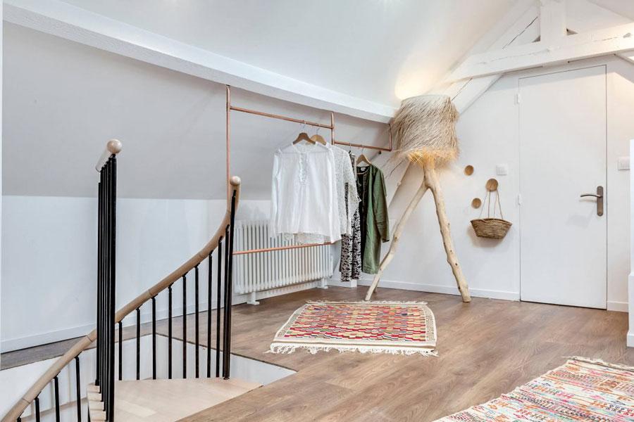 Charmante idyllische slaapkamer op zolder