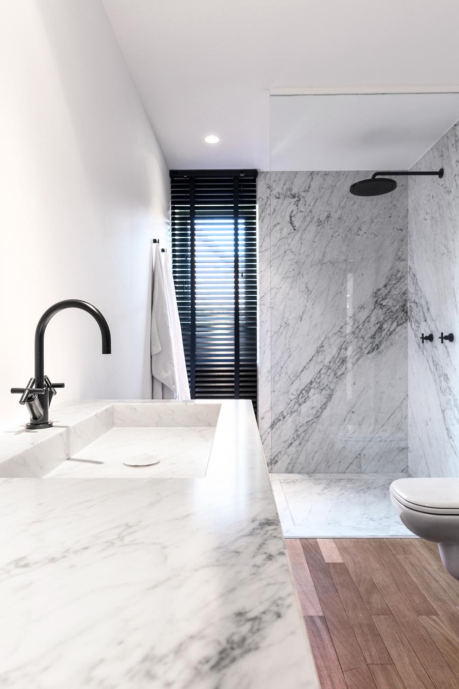 Chique badkamer ontwerp met mooie materialen homease for Sfeer en chique