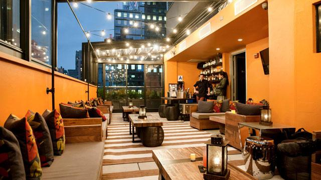 Dakterras bar Above 6 in New York