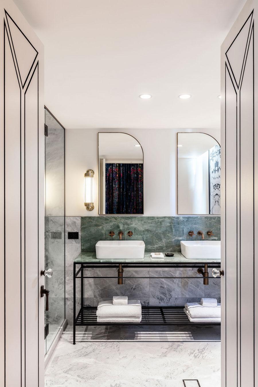De leuke en chique badkamer van The Little Albion Guest House in Sydney
