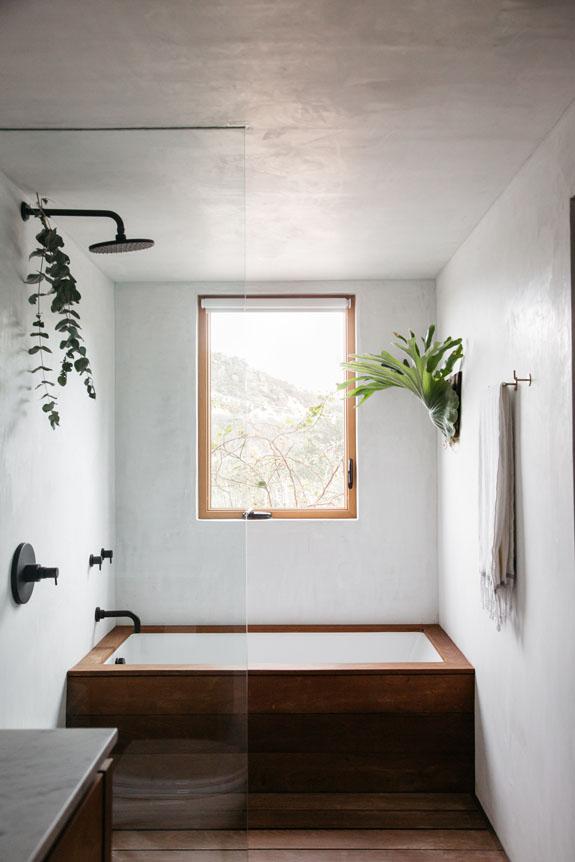 De minimalistisch warme badkamer van Erin!