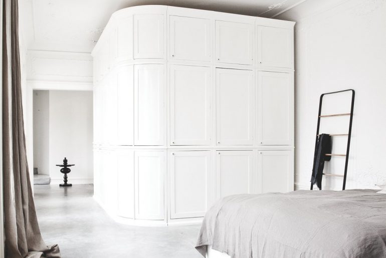 Deens minimalistisch interieur vol met designmeubelen homease