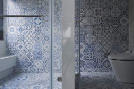 Delfst blauwe tegels in de badkamer