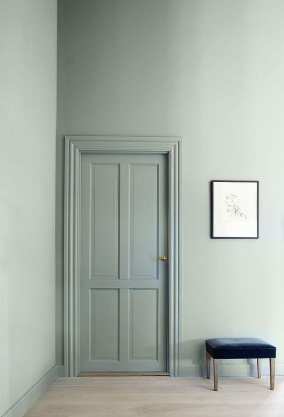 Deur in dezelfde kleur verven als de muur