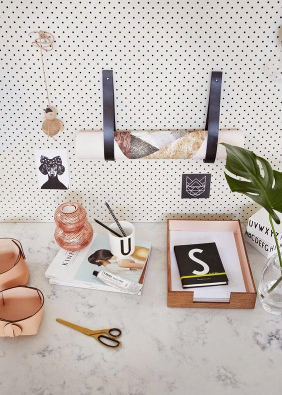 DIY leren wandhaak voor tijdschriften