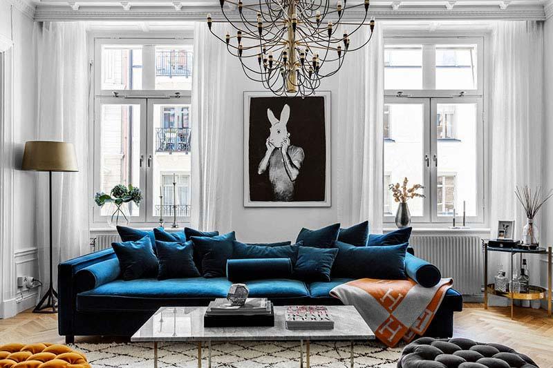 donkerblauwe bank woonkamer