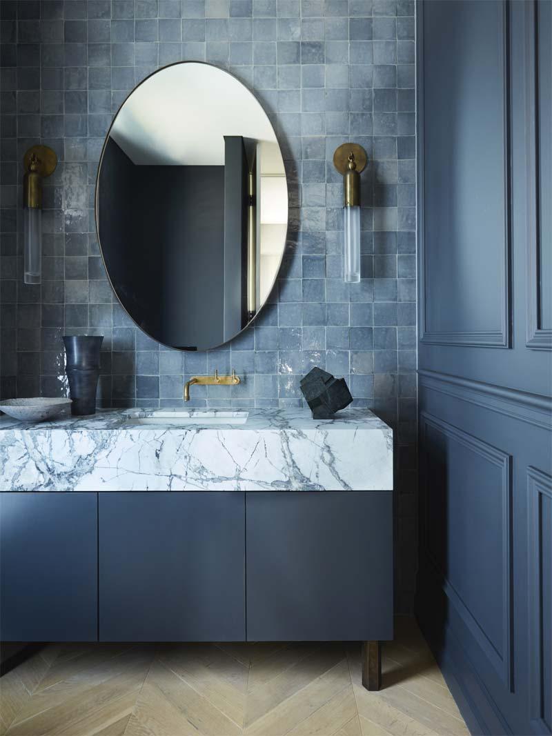 donkerblauwe zeliges tegels badkamer