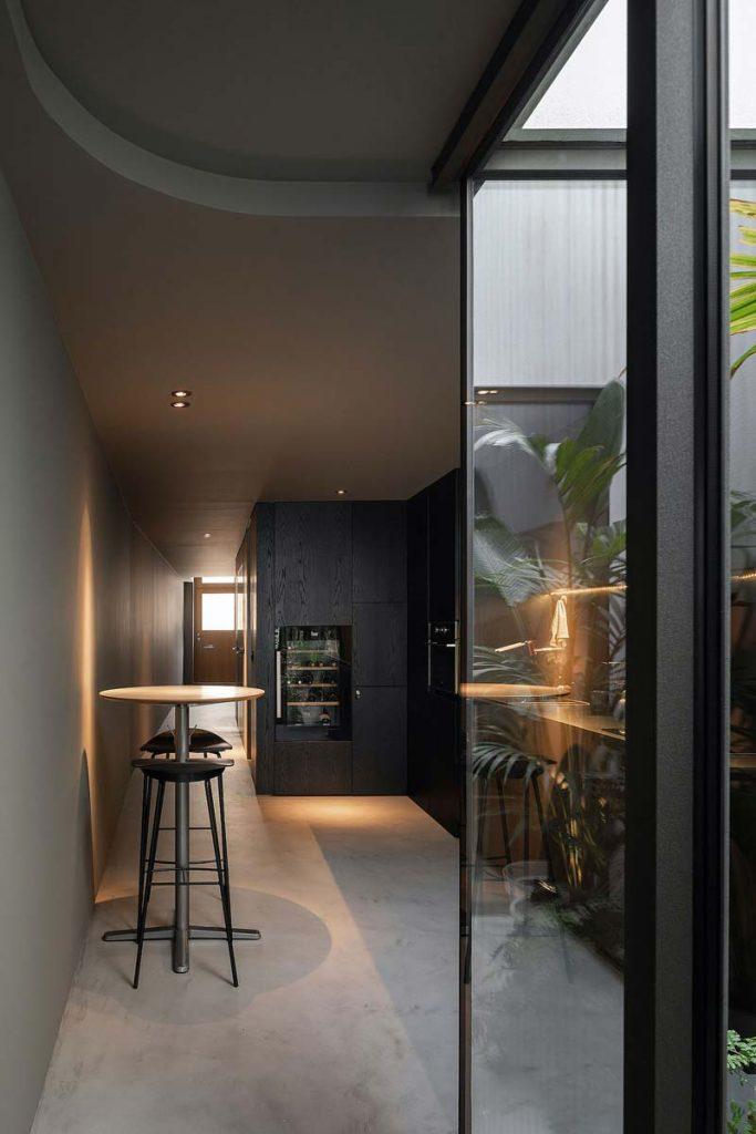 donkere keuken betonlook vloer