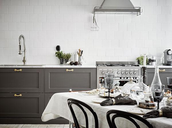 Keukenverlichting Zonder Bovenkasten : Donkergrijze keuken met marmeren keukenblad HOMEASE