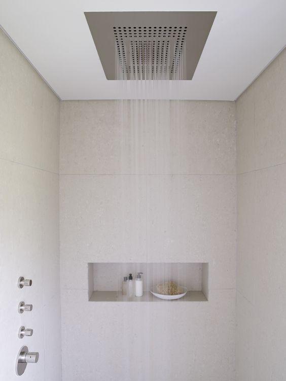 Douche uit plafond