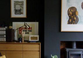 eclectisch-interieur-zwarte-muren