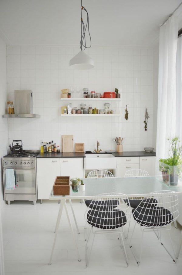 Eenvoudige keuken met mooie styling