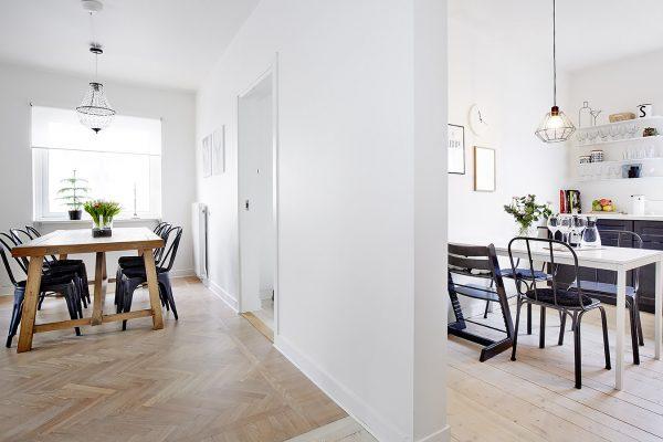 Eetkamer en half open keuken
