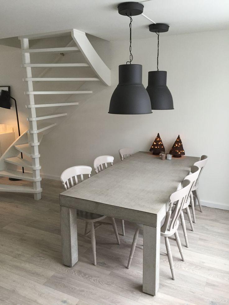 Industriele eettafel beton industriele stalen tafel met kubuspoot en oude eiken eetkamer tafel - Eettafel beton wax ...