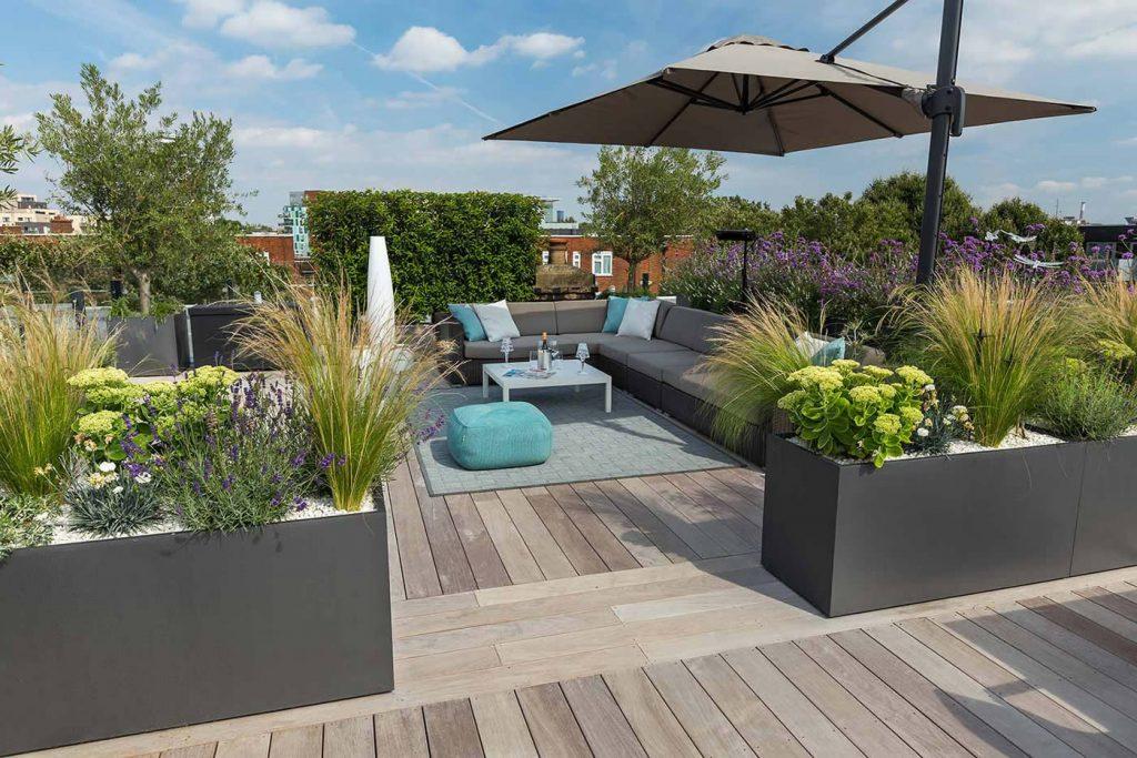 Eigentijds luxe en onderhoudsvriendelijk dakterras homease - Eigentijds buitenkant terras ...