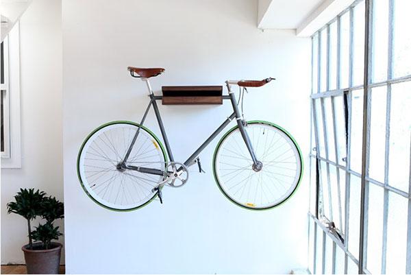 Fiets ophangen aan de muur