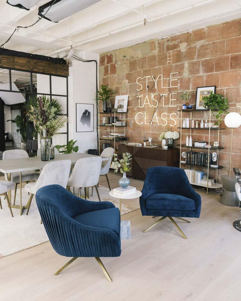 fluwelen blauwe fauteuils eethoek