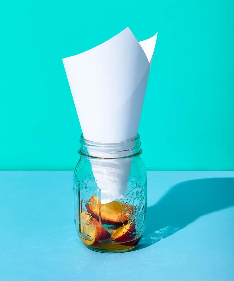 fruitvliegjes bestrijden val oud fruit azijn papieren trechter