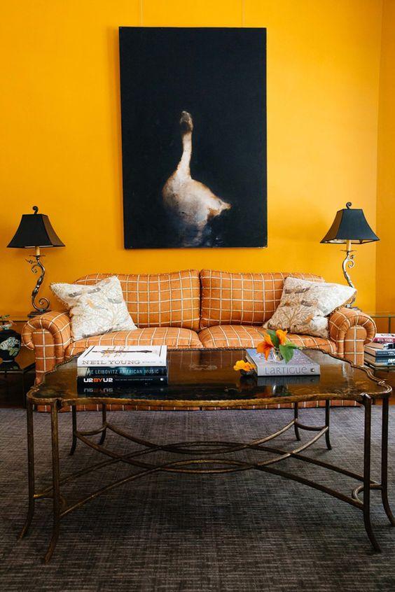 gele-muur-woonkamer
