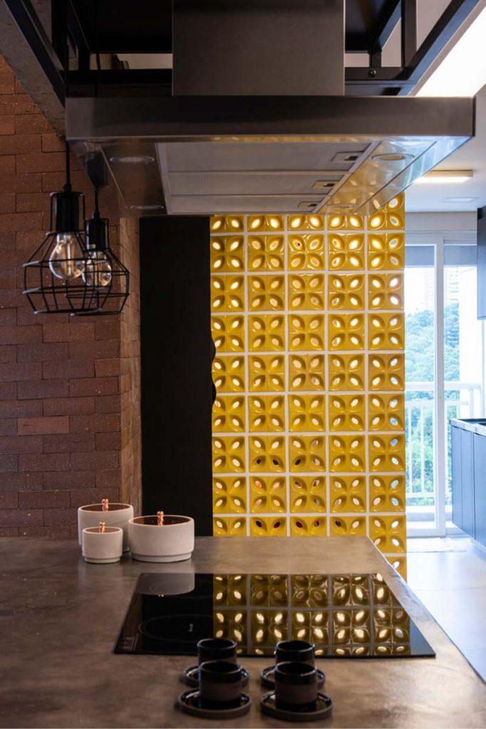gele scheidingswand keuken