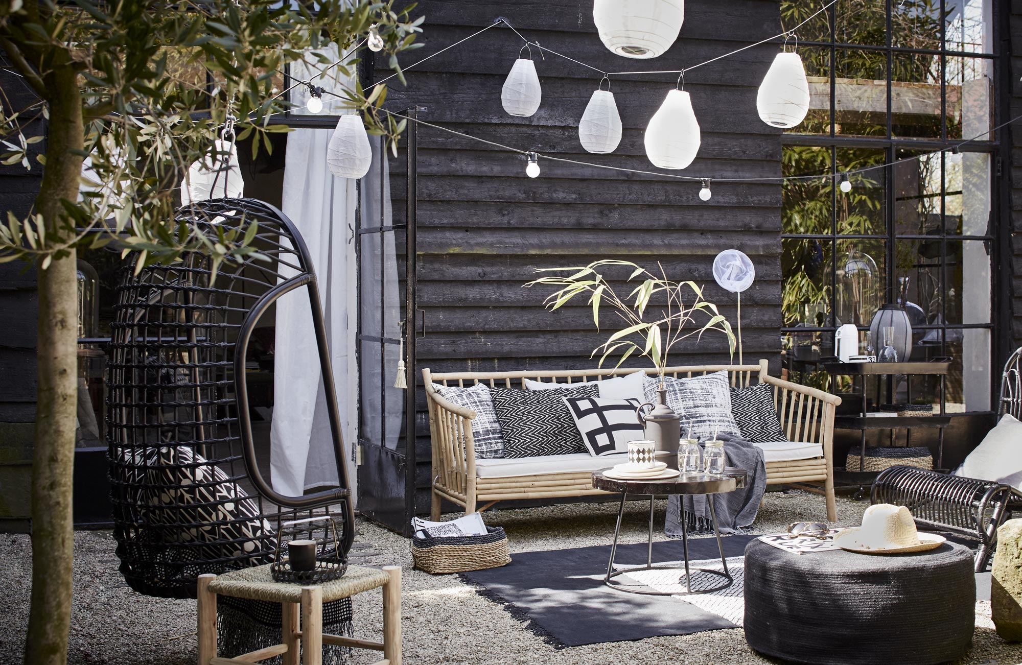 De gezellige vtwonen tuin homease for Terras decoratie