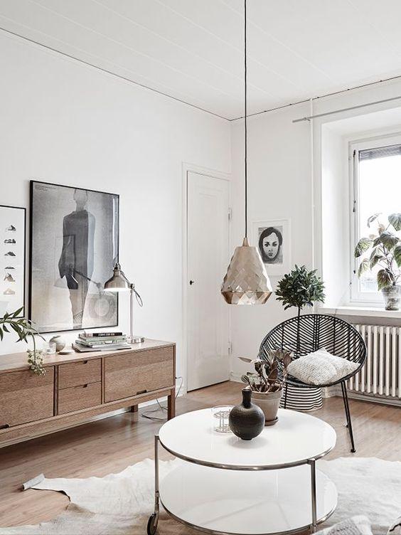 gouden-hanglamp-boven-salontafel