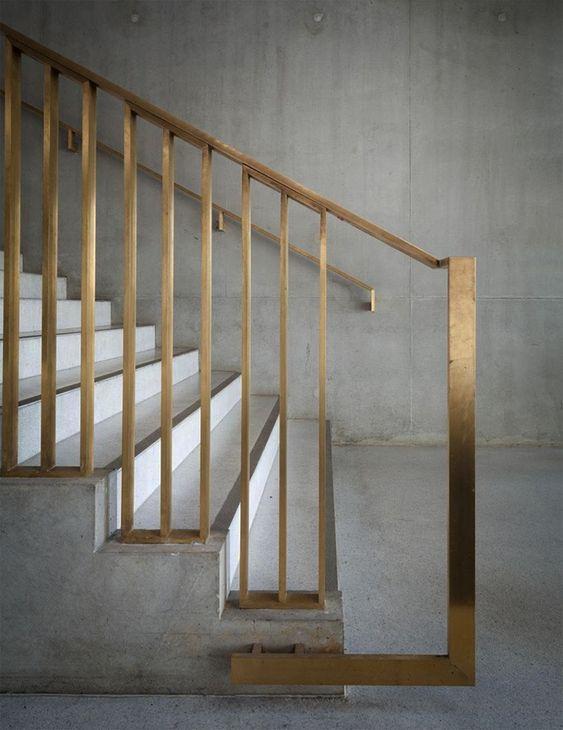 Gouden trapleuning
