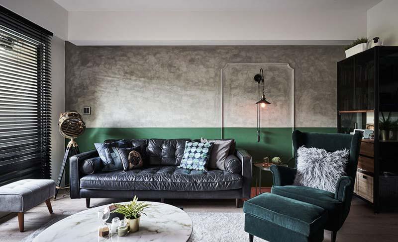 groene lambrisering muur betonstuc woonkamer