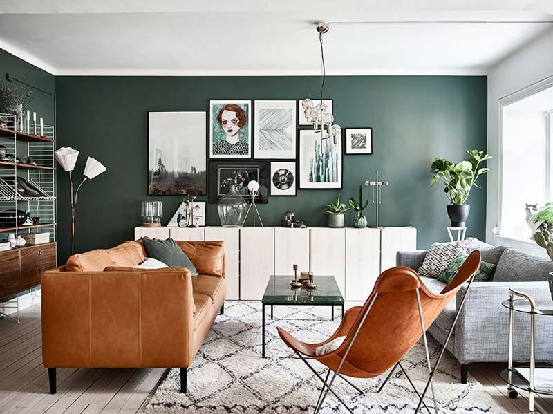 groene muur woonkamer cognac leer