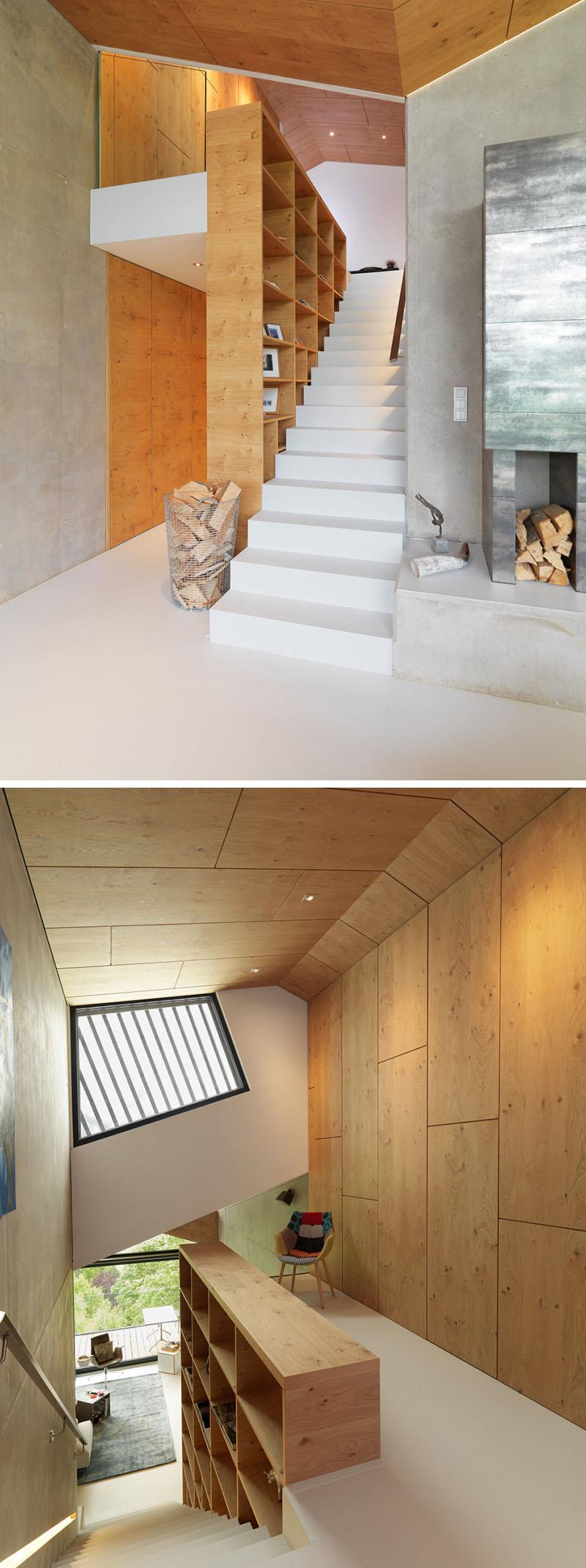 Grote kast aan de muur boven de trap