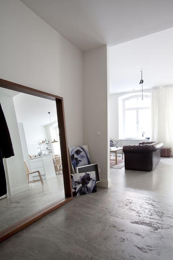 Grote spiegel in huis